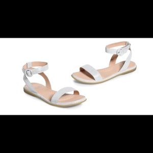 *NEW* ONO Footwear Metallic Silver Sandals